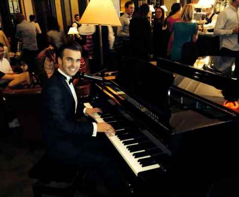 dean stansby - asian wedding - glen eagles golf course - piano vocalist