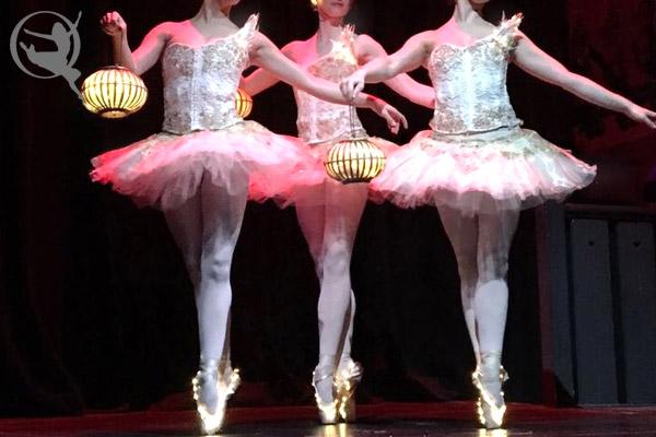 divine-company-ballet-lantern-600x400-1