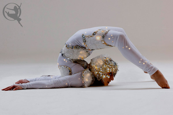 divine-company-contortionist-600x400